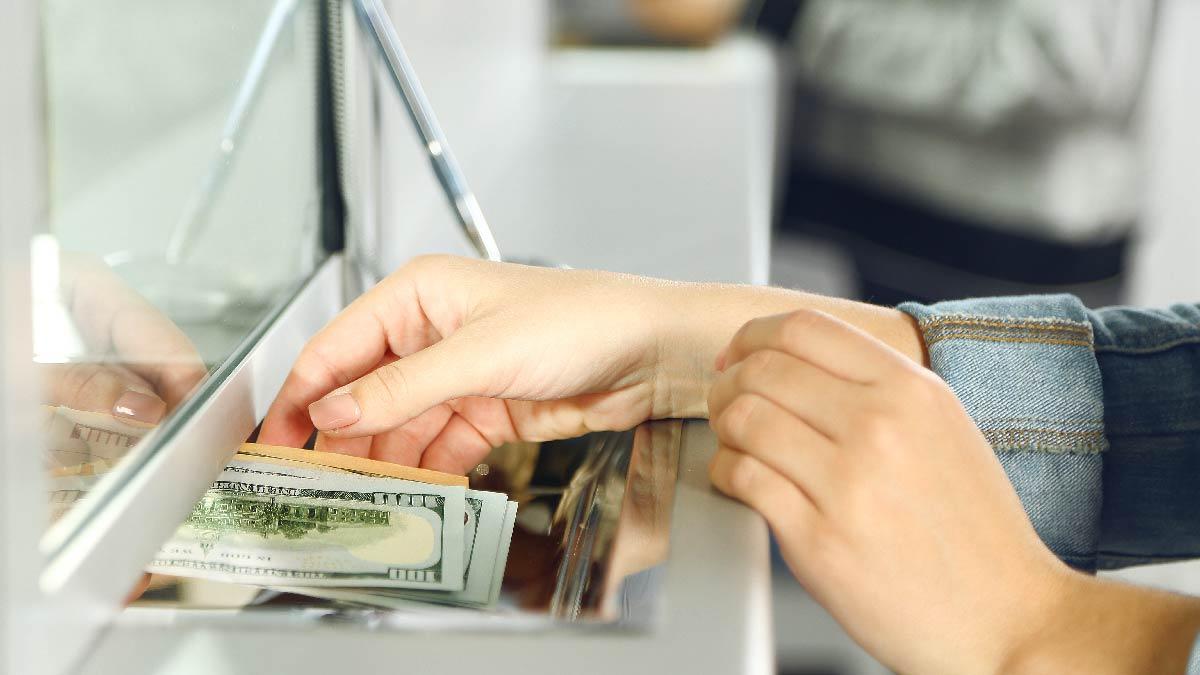 dolares en panamá
